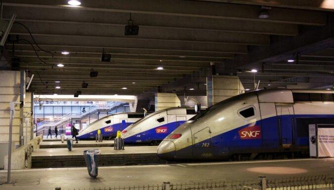 'Melnā otrdiena': Franču dzelzceļnieki sāk trīs mēnešus garu streiku sēriju