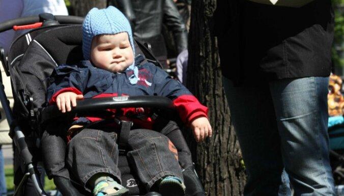 Andris Doveiks: Māmiņu algu vietā jāmaksā bērnu pabalsti