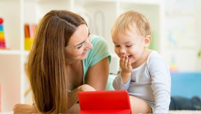 'Paspēlējies ar mani!' – spēles nogurušām mammām un viņu mazuļiem