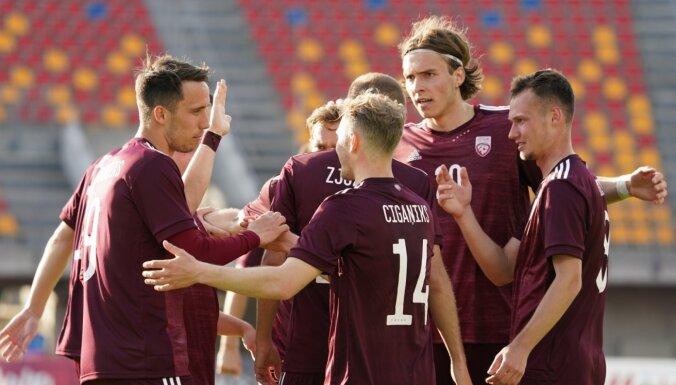 Latvijas futbolisti Baltijas kausu uzsāk ar trim vārtiem pret Lietuvu