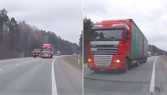 Video: Uz Rīgas apvedceļa kravas auto vadītājs bīstami apdzen citus