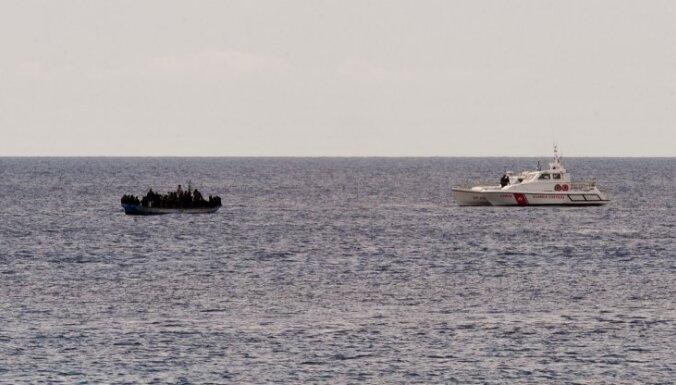 Pēc laivas nogrimšanas Arktikā pazuduši vairāk nekā 50 cilvēku