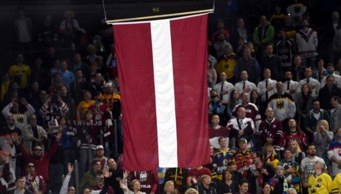 Patriotisks video: Latvijas līdzjutēji 'a cappella' nodzied himnu
