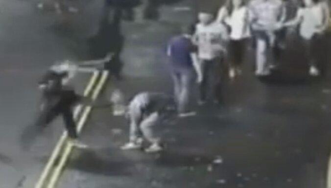 Angliju šokē vardarbīgs huligāns Vitālijs no Latvijas