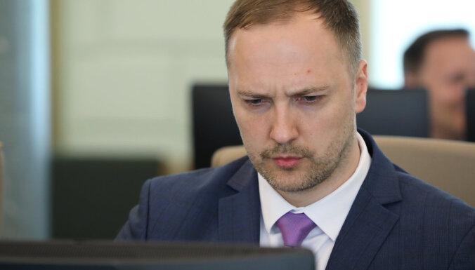 Policija ieradusies pārbaudē iekšlietu ministra mātei piederošā uzņēmumā