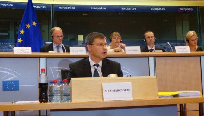 """Домбровскис прошел """"интервью"""" в ЕП; говорил о стабильности евро и экономии"""