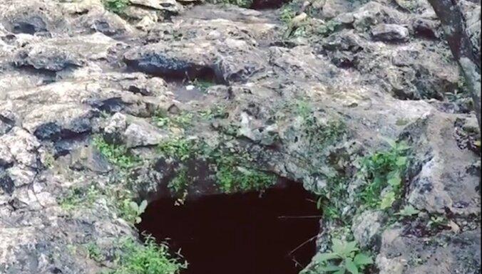 Nirēju paradīze: zemes caurumi Meksikā, pa kuriem var nokļūt apslēptā ūdenstilpnē