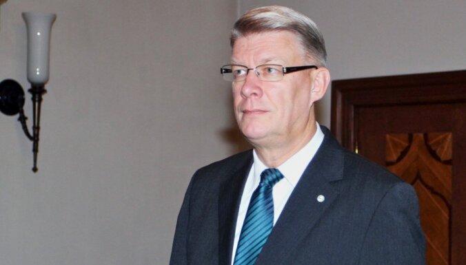 Zatlers: valstij jāpalīdz risināt viendzimuma partnerības jautājumi