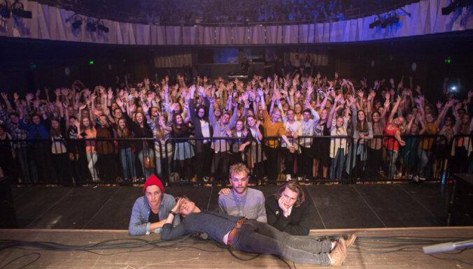 Foto: 'Carnival Youth' priecē fanus koncertzālē 'Cēsis'