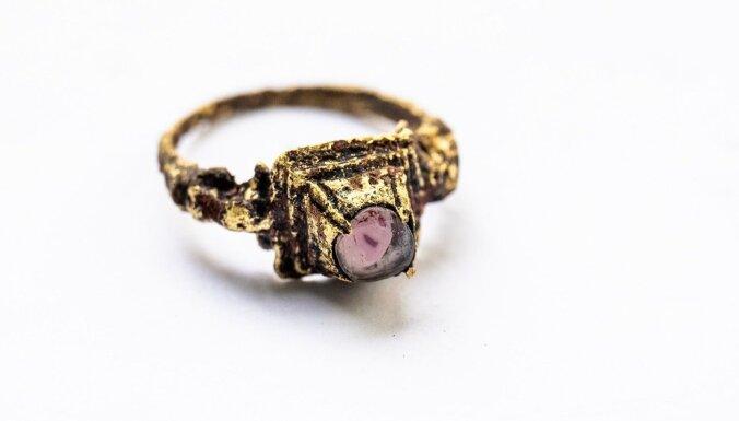 ФОТО. В Таллинe нашли средневековые предметы роскоши: уникальное кольцо, старинные печати и вполне рабочий кодовый замок