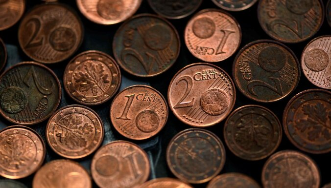 Опрос: 46% жителей Латвии поддерживают изъятие из обращения монет по 1 и 2 евроцента