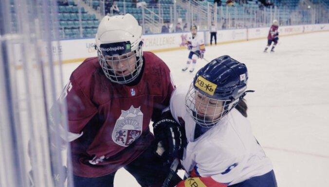 Latvijas sieviešu hokeja izlase turnīru Dienvidkorejā sāk ar mazu neveiksmi