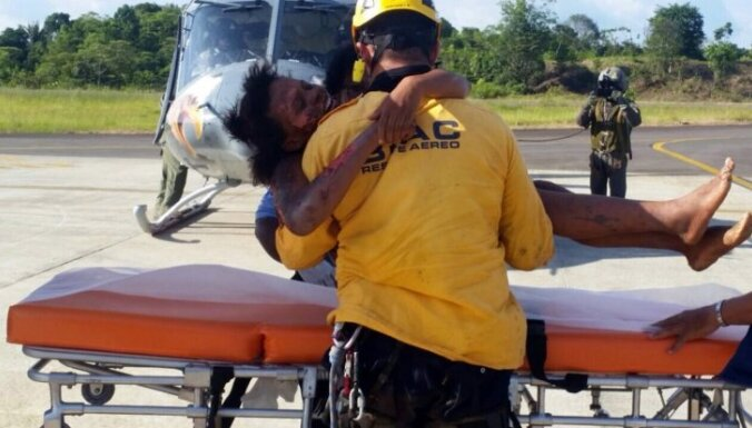 Māte ar zīdaini brīnumaini izdzīvo lidmašīnas avārijā Kolumbijā