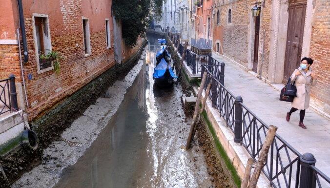ФОТО: Странное явление в Венеции: обычно наводнения, а теперь пересохшие каналы