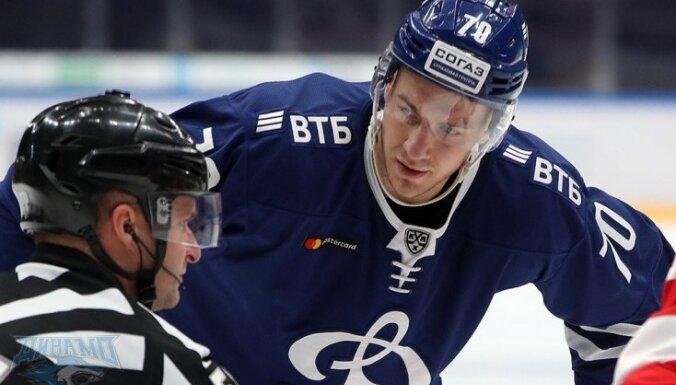 Indraša divas rezultatīvas piespēles ieved Maskavas 'Dinamo' konferences pusfinālā; Kalniņu nomaina