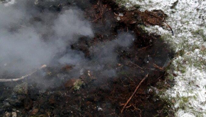 Foto: Klīves mežā svētdien izcēlies ugunsgrēks