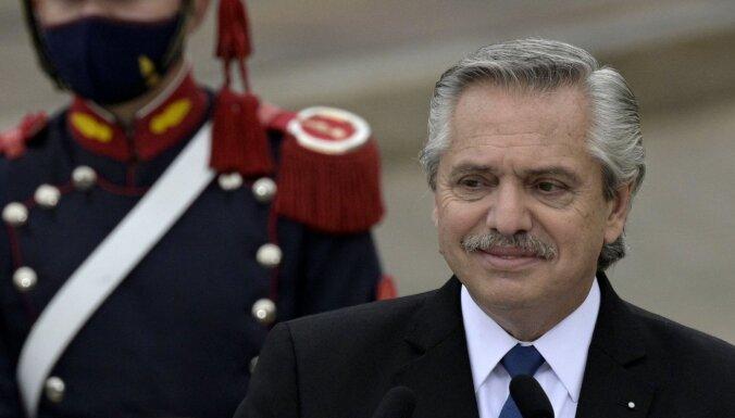 'Brazīlieši nākuši no džungļiem' – Argentīnas prezidenta komentāri izraisa asu reakciju soctīklos