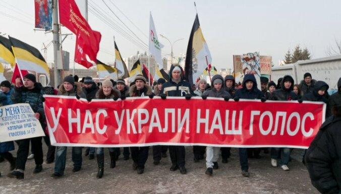 Protesti Krievijā: Maskavā vismaz 30 000 cilvēku pieprasa jaunas vēlēšanas