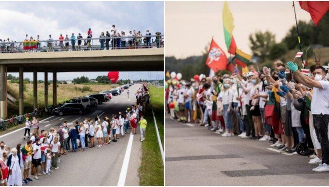 В них мог быть яд. Минск заявил о перехвате шаров с антигосударственной символикой из Литвы