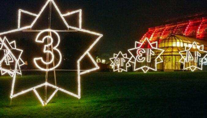 Foto: Berlīnes Botāniskais dārzs Ziemassvētku laikā pārtapis iespaidīgā gaismas pasaku valstībā