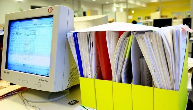 Ofiss. Monitors un dokumenti.