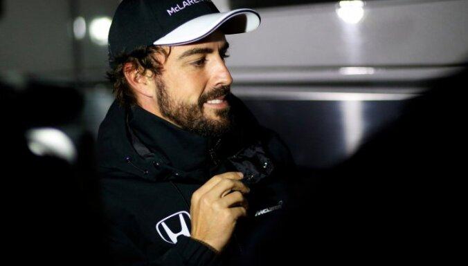 Alonso pametis slimnīcu, pēdējo pirmssezonas testu sesiju Barselonā izlaidīs
