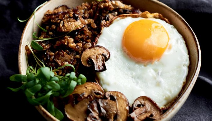 Brokastu vēršacs ar griķiem un sēnēm