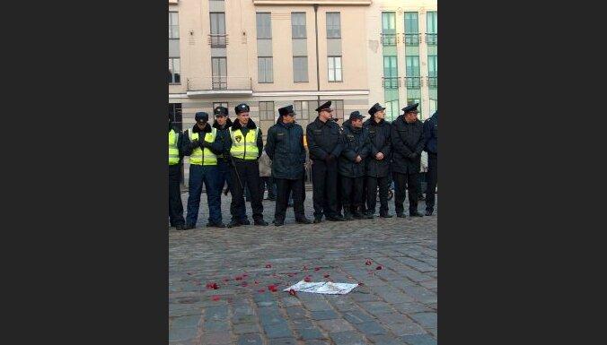 Policistu prēmijas nav 'iesaldētas'