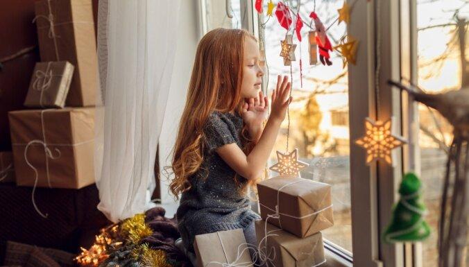 Nevis desmit, bet vienu un īpašu. Kā runāt ar bērnu par dāvanām un samērīgumu vēlmēs