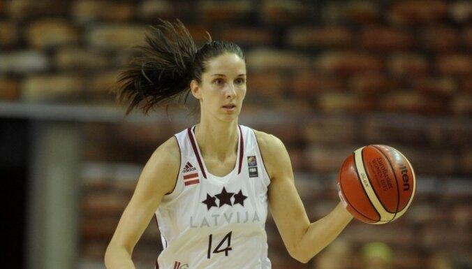 Latvijas basketbolistes pirmajā pārbaudes mačā kapitulē Spānijai