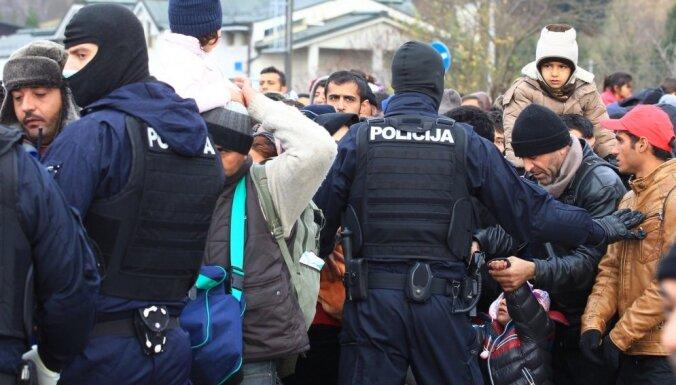 Aukstie ieroči un bēgšanas mēģinājumi – policists par pieredzēto bēgļu nometnē Slovēnijā