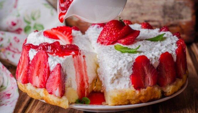 Saldā lutināšana: 20 kūkas bez cepšanas Mātes dienas svinībām