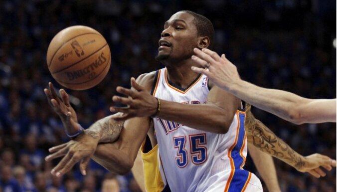 Durants izvēlēts par NBA sezonas vērtīgāko basketbolistu