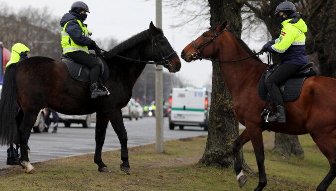 Policija papildus uzrauga vien 0,5% līdz 1,5% Covid-19 sasirgušo un kontaktpersonu