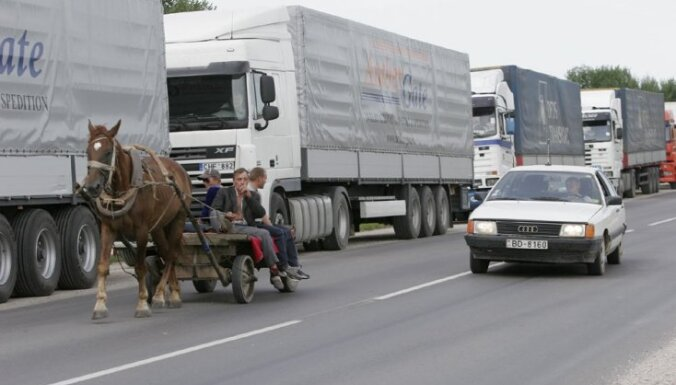 Дальнобойщик из России предложил взятку, чтобы не стоять в очереди на границе