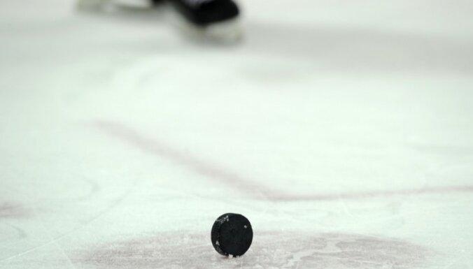 Gudļevskis neglābj 'Sound Tigers' komandu no zaudējuma AHL spēlē