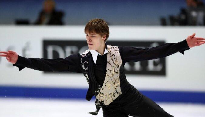 Daiļslidotājs Vasiļjevs izcīna sesto vietu Eiropas čempionātā