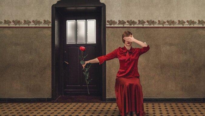 Dailes teātrī top izrāde 'Talantīgais misters Riplijs'