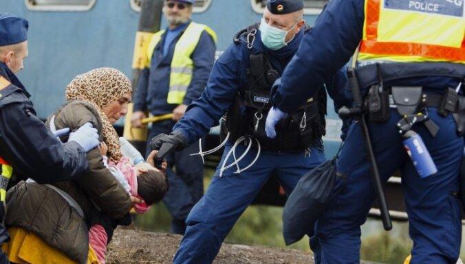 """Премьер Венгрии назвал беженцев """"мусульманскими захватчиками"""""""