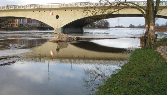 Visstraujāk ūdens līmenis ceļas Latvijas centrālās daļas upēs