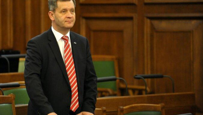 Ekstrēmā jostu savilkšana – deviņi gadi garākajai Saeimas sēdei