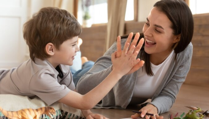 52 pozitīvi vārdi bērna raksturošanai. Kā tie ietekmē pašapziņu un identitāti