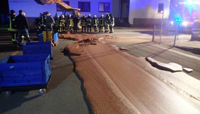В Германии тонна жидкого шоколада вылилась на улицу из-за аварии на фабрике