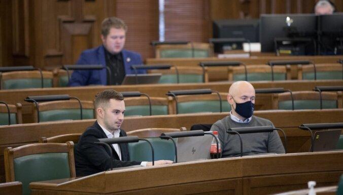 Ar jaunu rekordu Saeima pabeidz budžeta debašu trešo dienu; turpinās ceturtdien. Teksta tiešraides arhīvs