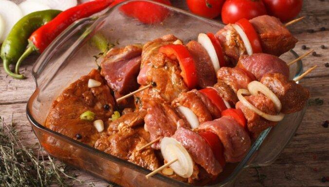 14 receptes cūkgaļas šašlika marinādēm un padomi sulīgiem gaļas gabaliņiem