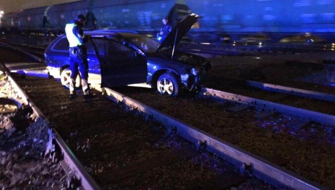 ФОТО. Полицейская погоня в Кенгарагсе: у пассажирки, объявленной в розыск, изъяли метамфетамин