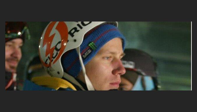 Snovbordistam Petrusevičam traumas dēļ beigusies cīņa par olimpisko ceļazīmi