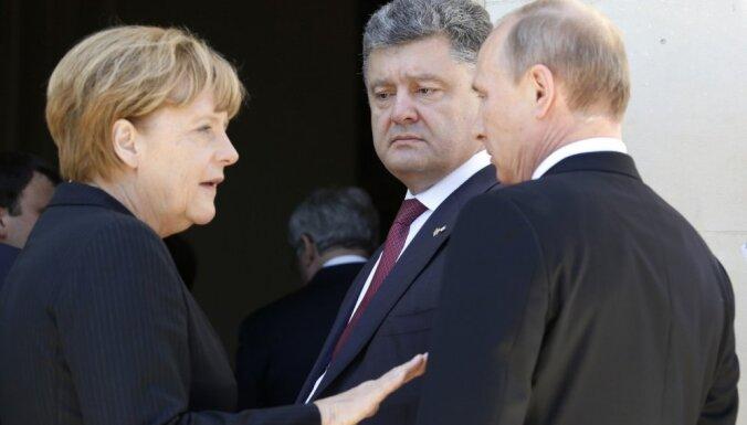 Ukraina paziņo jaunāko informāciju par lidmašīnas avāriju; Merkele vienojas ar Putinu