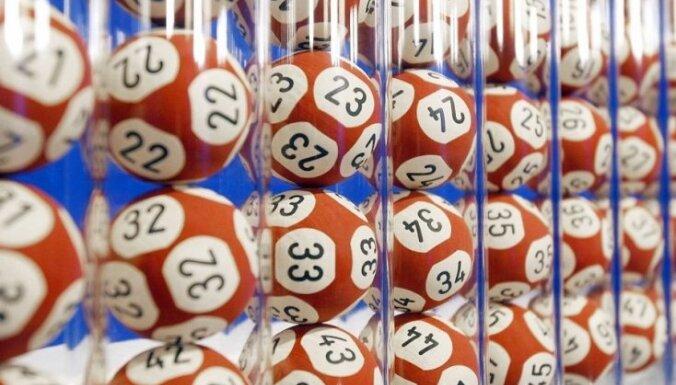 В США женщина лишилась 26 млн долларов, постирав лотерейный билет