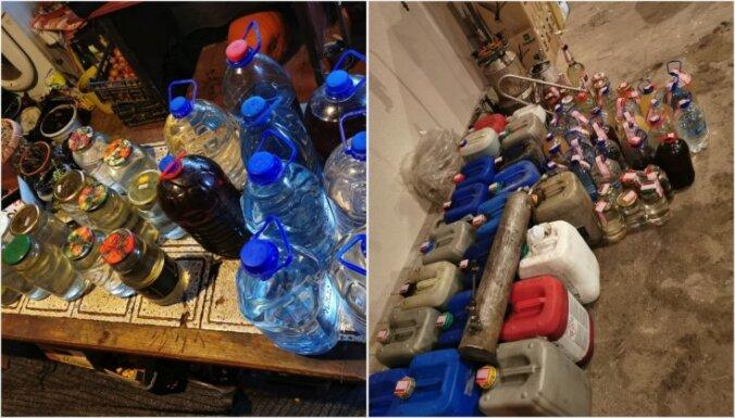 Foto: Policija Vecumniekos atrod nelegālu alkohola ražotni, patronas un kontrabandas cigaretes